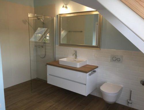 Neu fertiggestellt: Ein Bad im Dachgeschoss